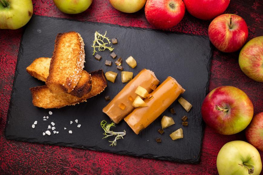 Паштет из печени цыпленка с моченым яблоком и бриошью