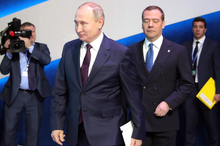 Владимир Путин и Дмитрий Медведев на съезде партии «Единая Россия», 2019
