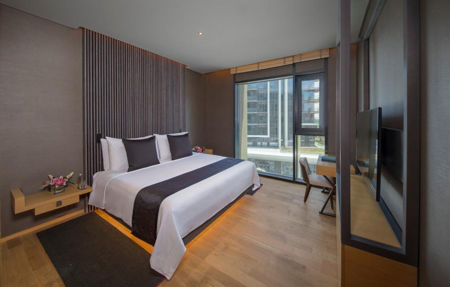 Главная спальня в апартаментах