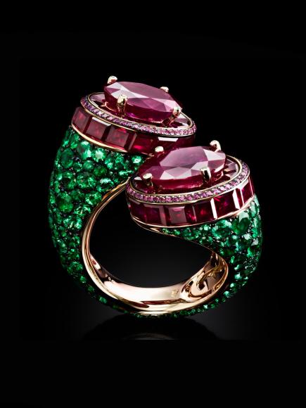 Кольцо с двумя овальными бирманскими рубинами 8.21 карата