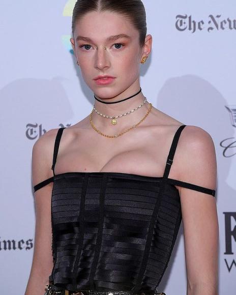 Хантер Шаффер в платье Givenchy нацеремонииGotham Independent Film Awards, 2021