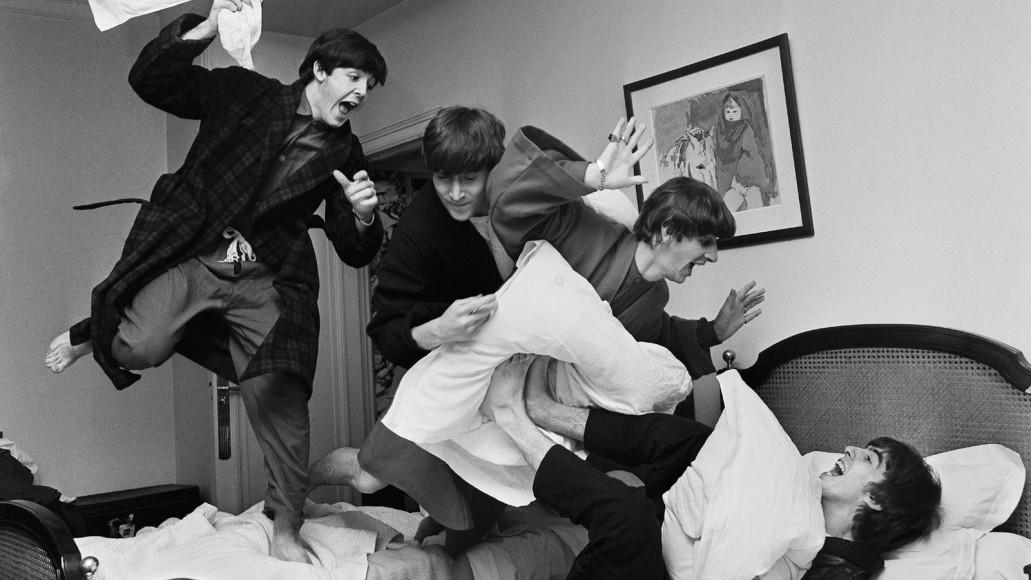 Гарри Бенсон, «Битва подушками». Отель George V, Париж. 1964 год