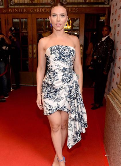 Скарлетт Йоханссон в платье Oscar de la Renta на кинофестивале в Торонто