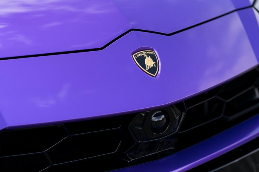 Эмблема и часть радиатора кроссовера Urus, Lamborghini