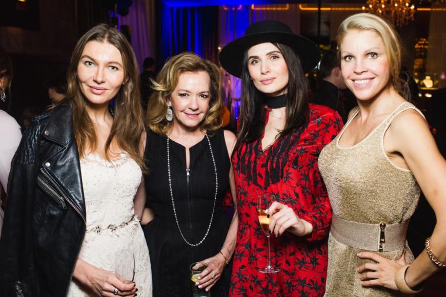 Каролина Шойфеле, сопрезидент и креативный директор компании Chopard, с гостями вечера