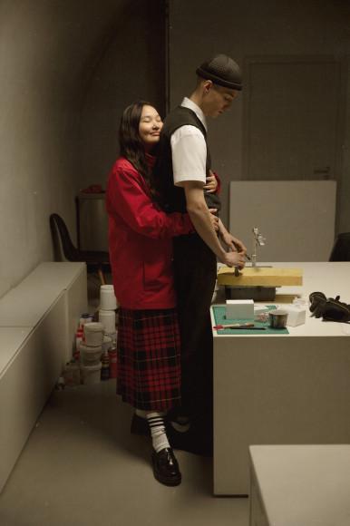 На Айшет: куртка Nike, юбка Melampo, лоферы Dr. Martens   На Давиде: рубашка Sandro, брюки Walter van Beirendonck