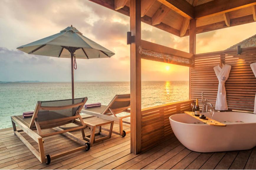 Ванна на террасе Romantic Ocean Villa