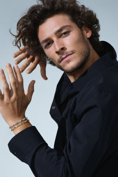 Хьюго Маршан в браслетах LV Volt, Louis Vuitton