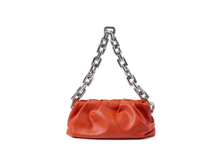 Bottega Veneta Chain Pouch, 199 500 руб. (Третьяковский проезд, ЦУМ)