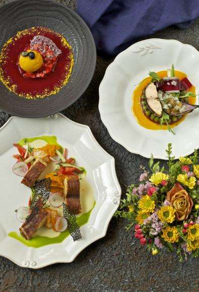 Матрешка», сет №2: «Трио рыб безмолвных» (рольмопс из сардины, тартар из нельмы и нерки, копченый сом); «Сомовий плес» (хвост сома, тыквенное пюре, свежие овощи); ягодный суп