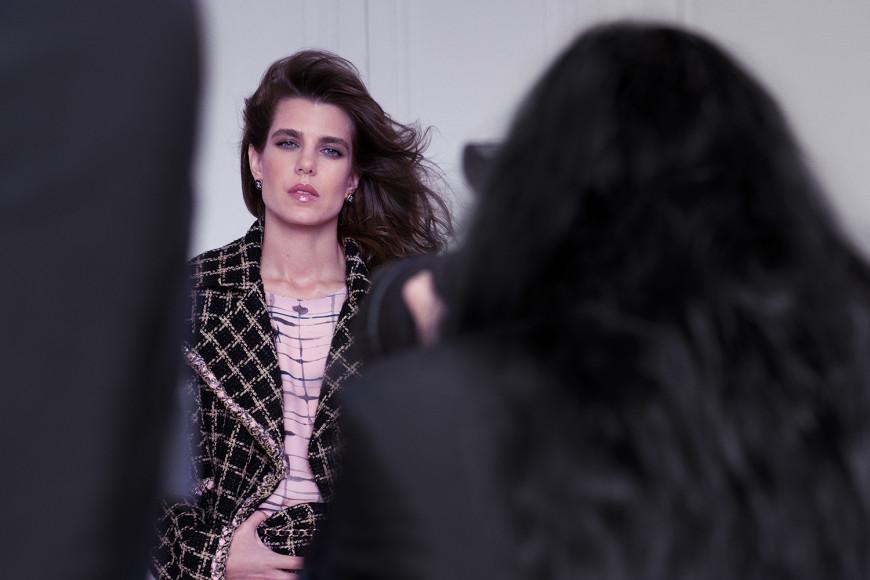 Шарлотта Казираги на съемках рекламной кампании коллекции Chanel сезона весна-лето 2021