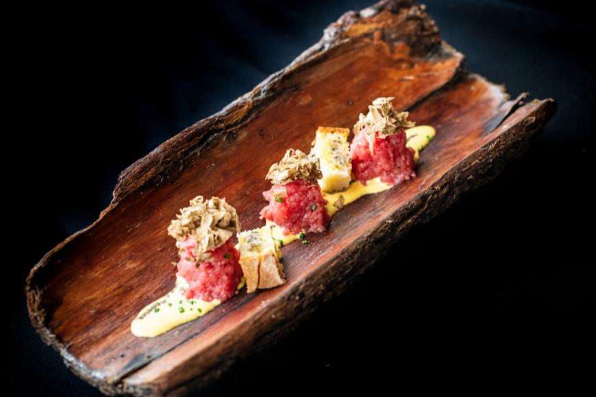 Тартар из мяса с белым трюфелем