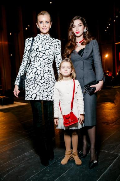 Наталья Якимчик с дочерью и Зара Расуева