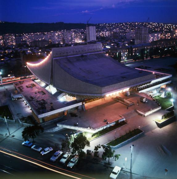 Здание бывшего кинотеатра «Россия»