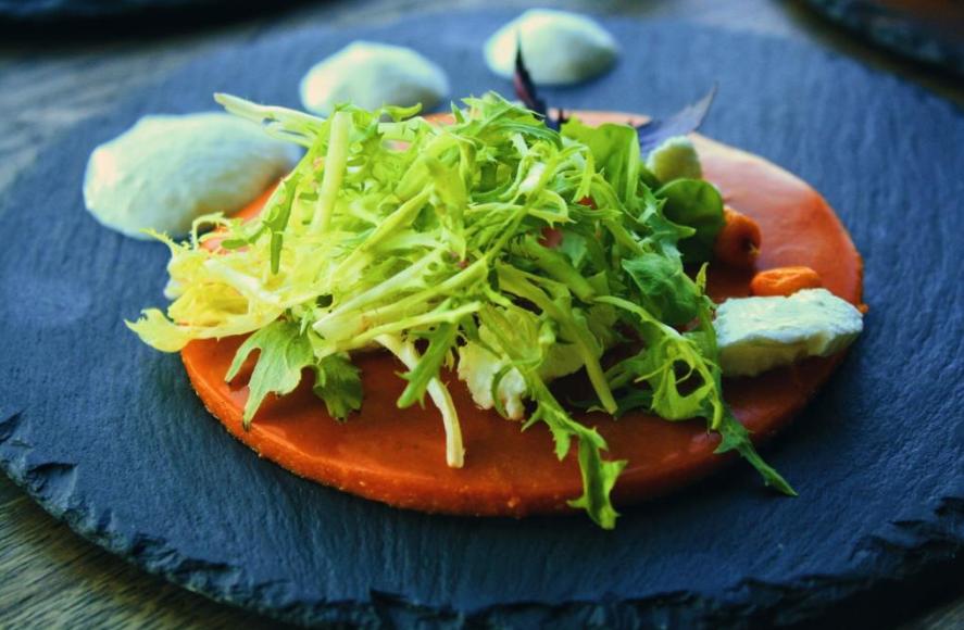 Салат из домашнего козьего сыра на подушке из облепихового желе с красным базиликом