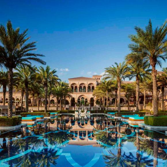 Отель и центральный бассейн One&Only The Palm (Дубай)