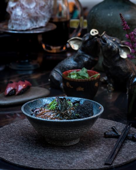 Поке с черным рисом и говядиной