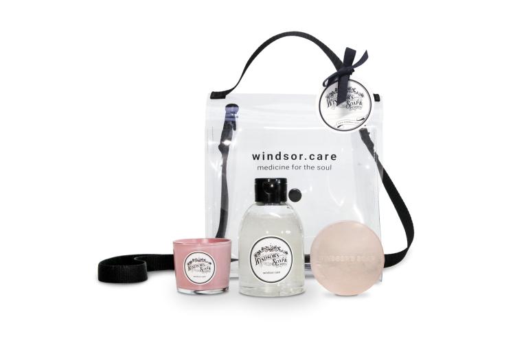 Набор из свечи, геля для душа и мыла Windsor's Soap, 4590 руб. (windsor.care)