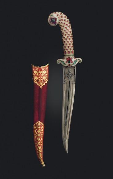 Лот №175, украшенныйдрагоценными камнями кинжал с жадеитовой рукояткой и ножны