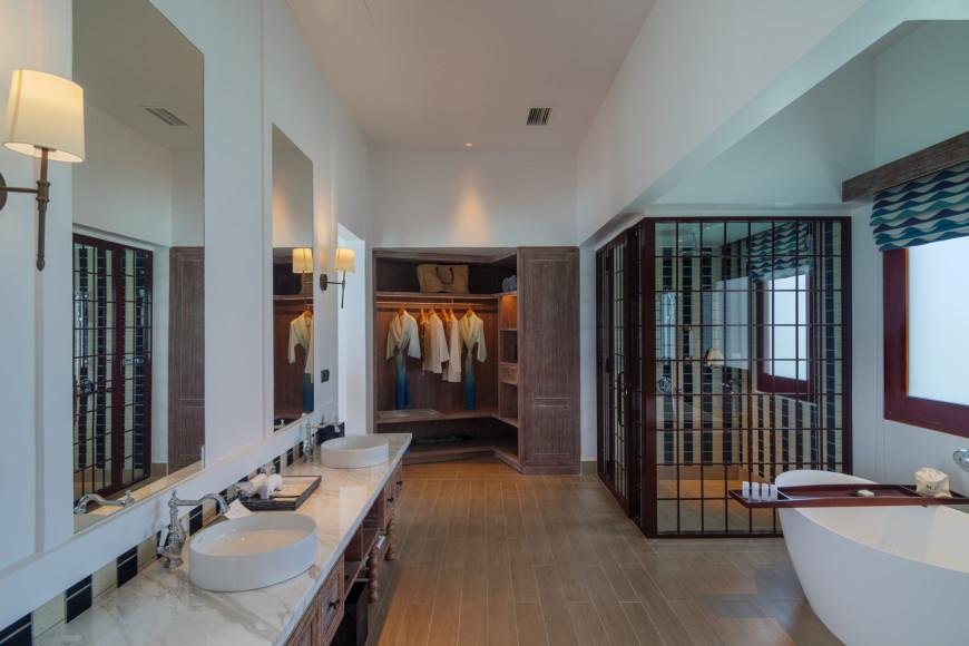 Ванная комната двухспальной виллы на воде