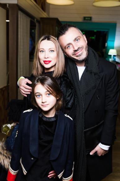 Елизавета Шарикова и Александр Сирадекиан с дочерью Эммануэль
