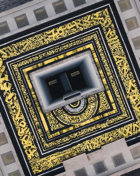 Каллиграфия Покраса Лампаса на крыше Дворца итальянской цивилизации в Риме