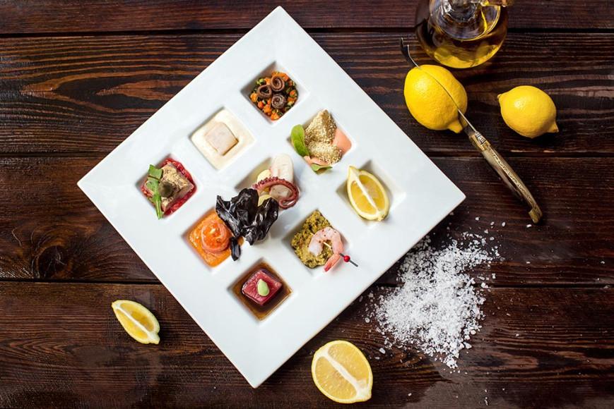 Тарелка морепродуктов в стиле fusion