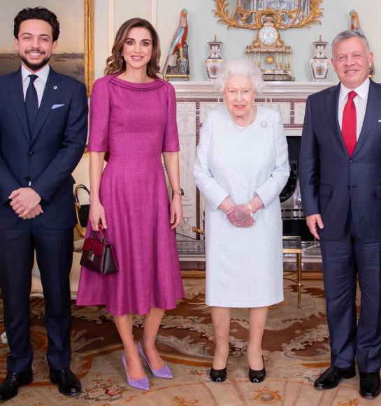 Королева Иордании Ранияв обуви Amina Muaddi