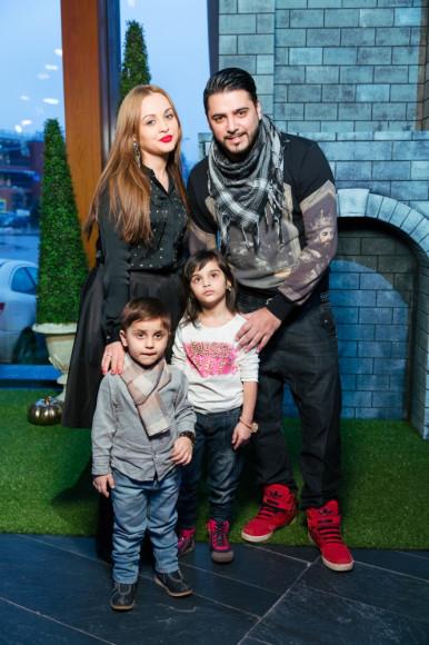 Александр Бердников (российский певец, участник группы «Корни») с семьей