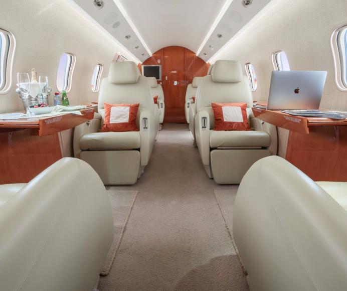 Салон самолета Challenger 300