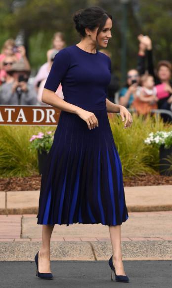 Меган Маркл в топе и юбке Givenchy