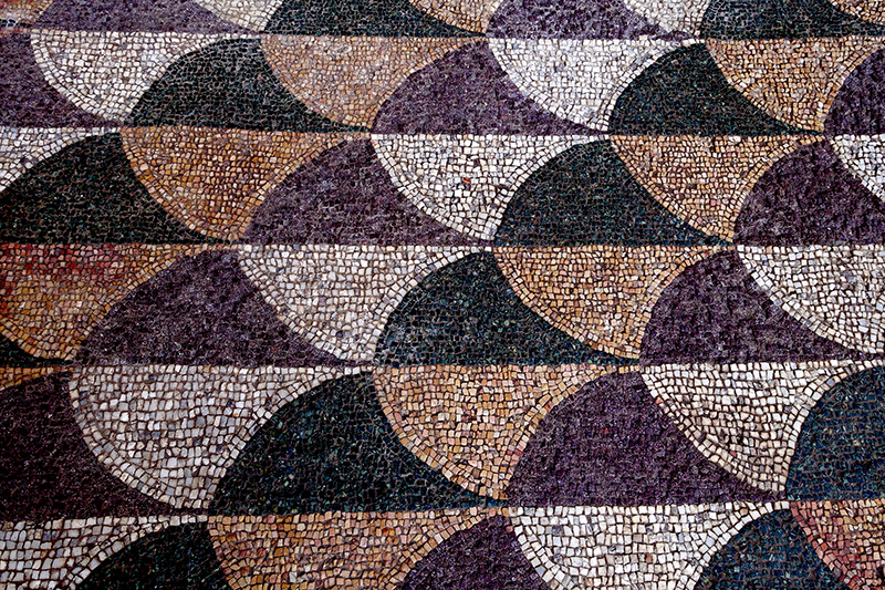 Фрагмент отреставрированной мозаики на полу