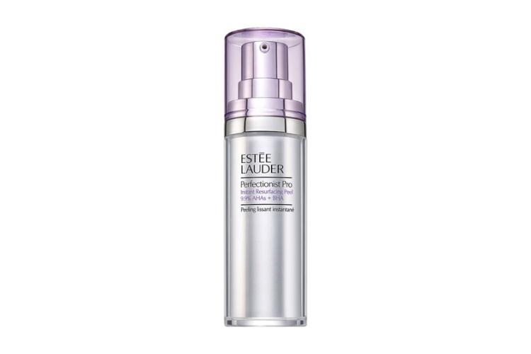 Пилинг для мгновенного обновления кожи Perfectionist Pro, Estée Lauder содержит 9,9% комплекс AHA-кислот (гликолевой, винной и лимонной) с гиалуроновой кислотой, а также салициловую кислоту и бета-гидрокислоту (BHA)