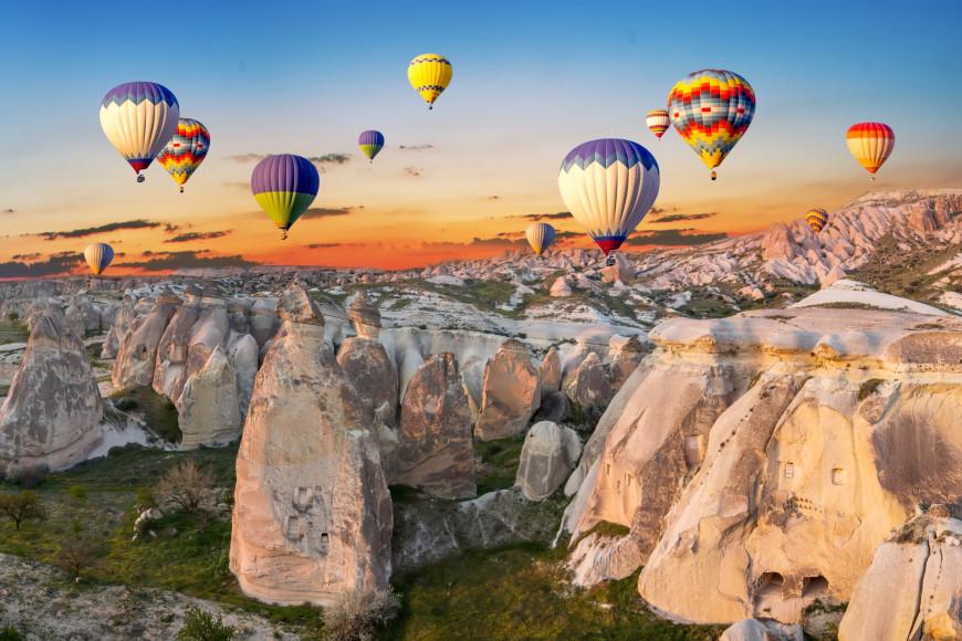 Фестиваль воздушных шаров в национальном парке Гереме вКаппадокии, Турция