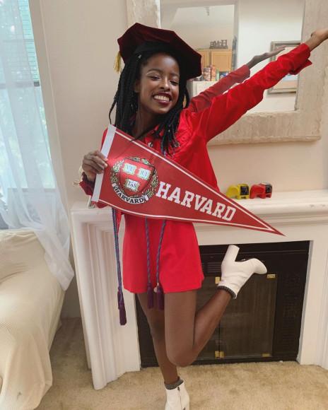 Во время выпуска из Гарварда, май 2020