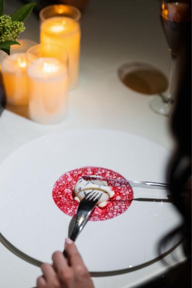 Десерт из моти, ванили и вишни