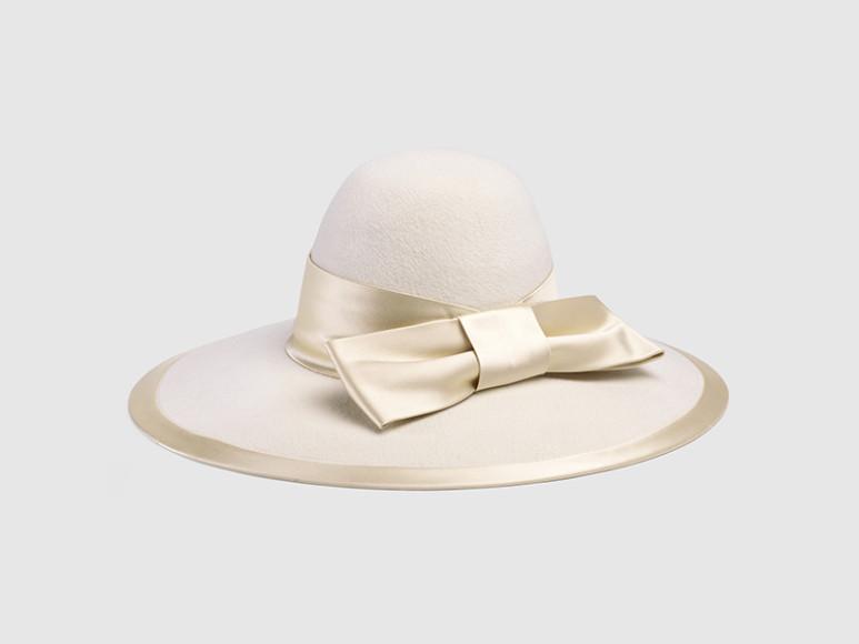 Шляпа Gucci, 65 500 руб. (gucci.com)