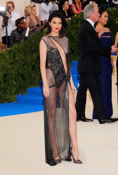 Кендалл Дженнер в La Perla Haute Couture