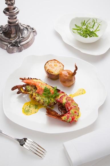 Гастрономический ресторан Герара Les Prés d'Eugénie получил три звезды Michelin без малого 40 лет назад — в нем подают как блюда из основного меню, так и из меню Cuisine Minceur