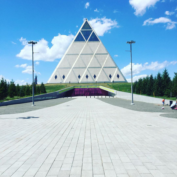 Проекты Нормана Фостера в Нур-Султане. Дворец мира и согласия — здание с концертным залом
