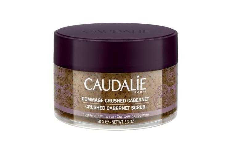 Скраб для тела Crushed Cabernet, Vinothérapie, Caudalie состоит из виноградных косточек и 6 эфирных масел, обладает ароматом лимона, лемонграсса, розмарина и ягод можжевельника