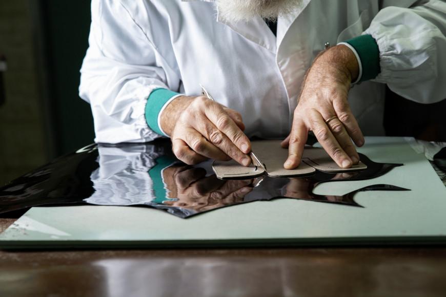 Рабочий процесс пошива обуви вDoucal's